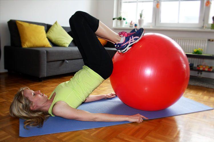 3 tolle gymnastikball bungen f r den po und infos we go wild der 1 fitness blog f r frauen. Black Bedroom Furniture Sets. Home Design Ideas
