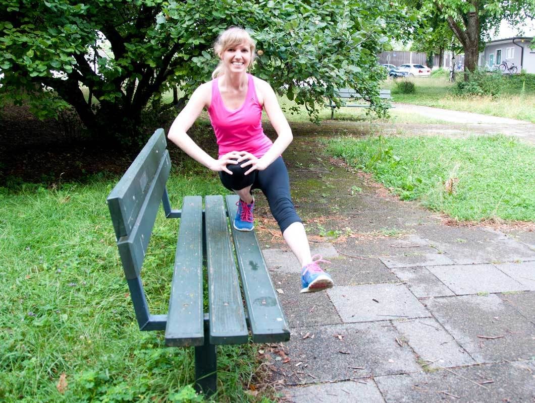 outdoor workout mit parkbank