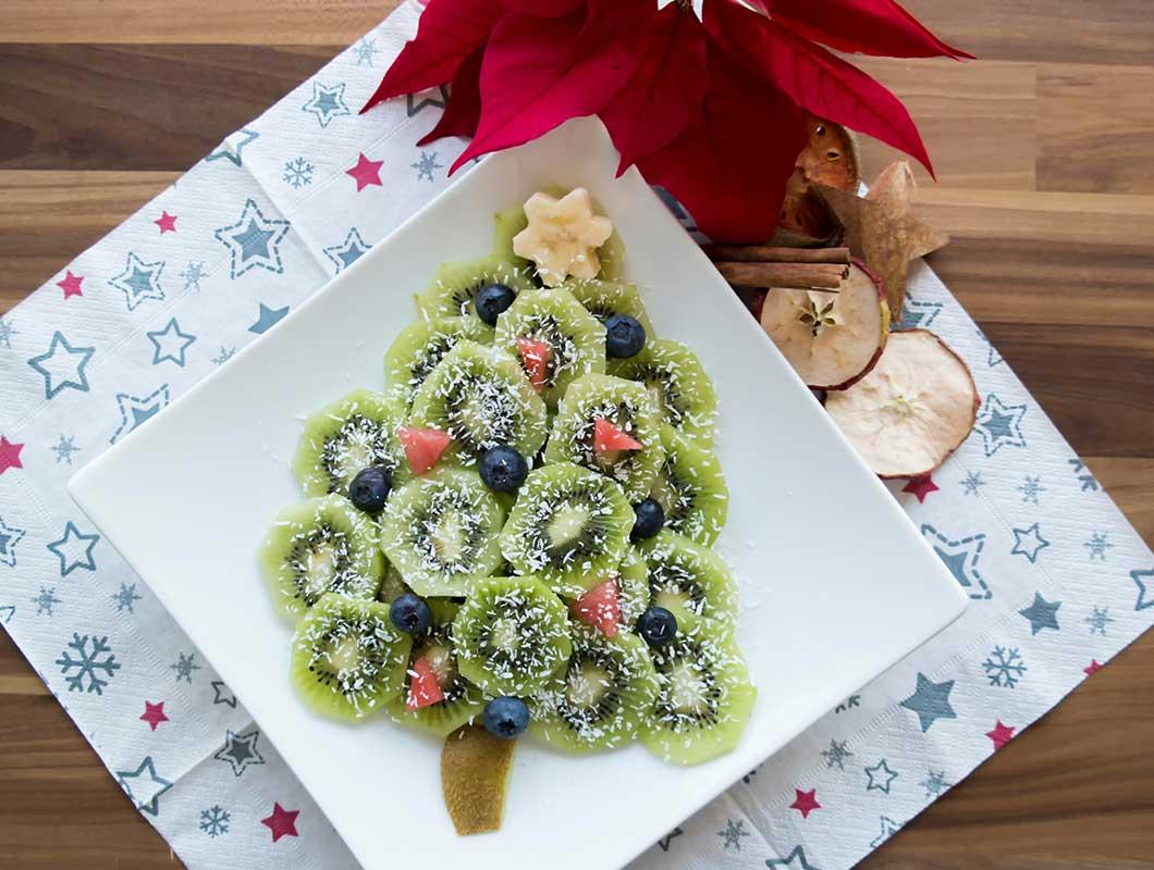 gesundes weihnachtsdessert mit kiwi