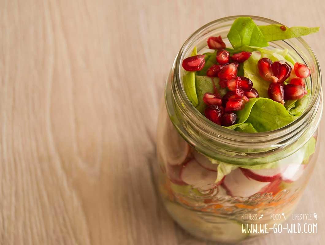 salat-im-glas-mit-granatapfel