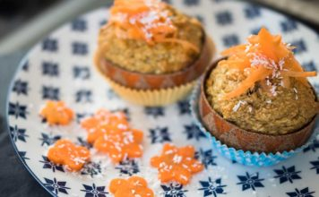 kokos muffins mit möhren und honig