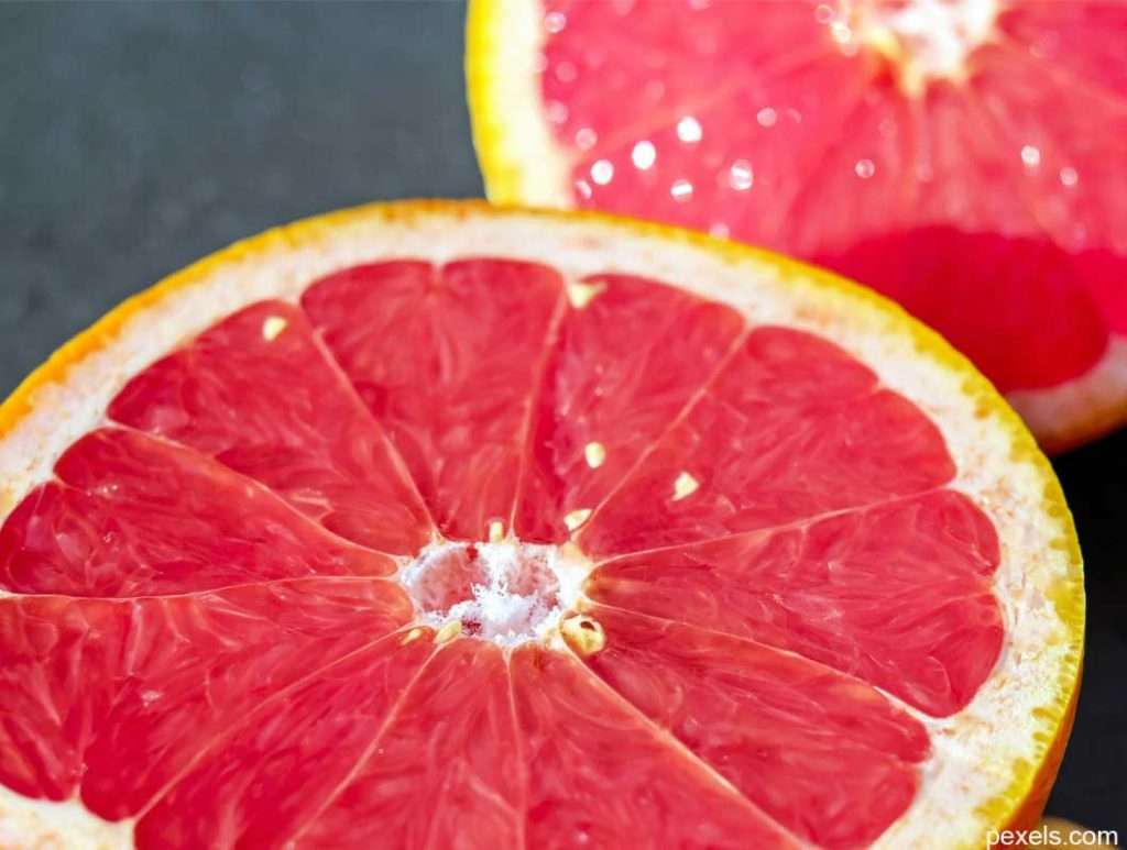 Grapefruits sind Lebensmittel mit wenig Kalorien