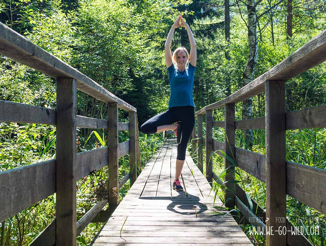 Outdoor Workout Yoga Stellung Baum