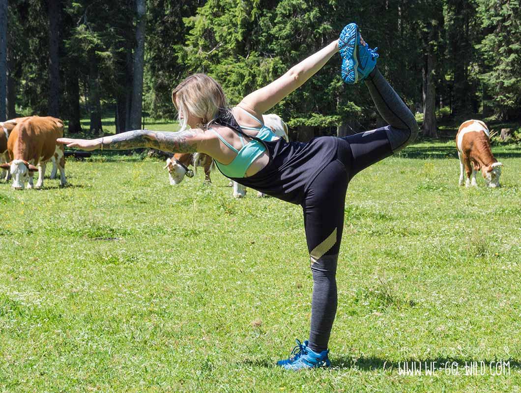 Outdoor Workout Yoga Stellung die Tänzerin