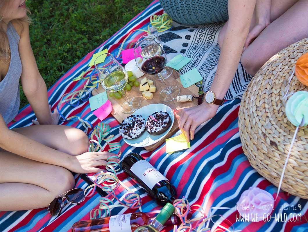 Picknick mit Rioja im Garten