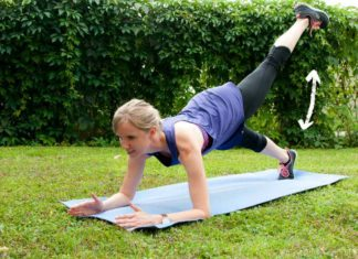 Planking Übung mit gestrecktem Bein