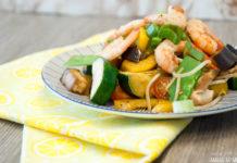 Kalorienarme Gemüsepfanne mit Garnelen