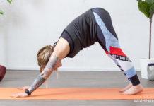 yoga unterer Rücken: Der herabschauende Hund