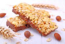 Eiweißriegel selber machen mit Proteinpulver und Schokolade