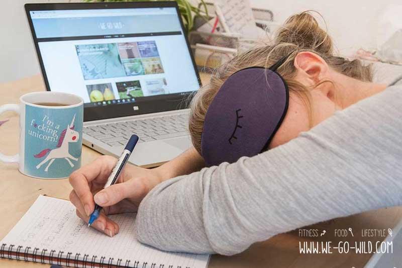 Atemübungen zum Einschlafen: Müde im Büro